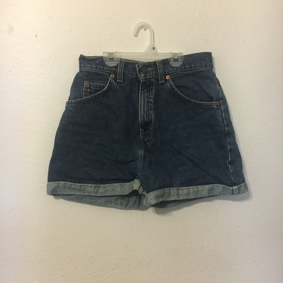 Levi's Pants - Levi's high-waisted denim shorts